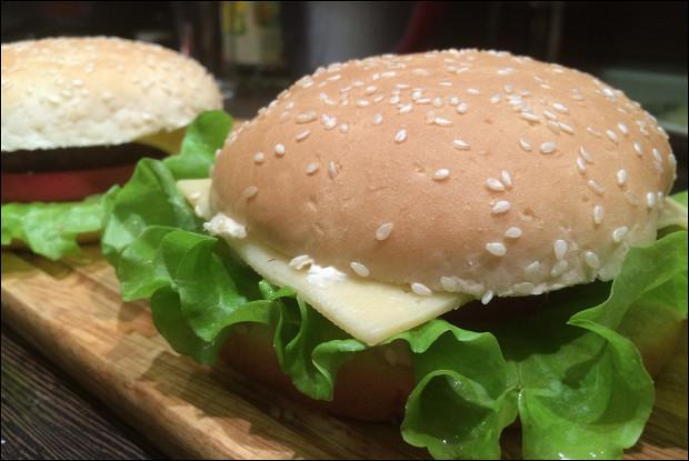 Гамбургеры с домашними булочками на дрожжах