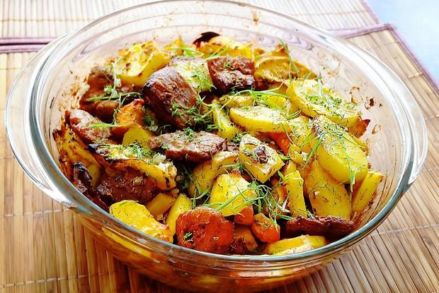 Соевое мясо с запечённым картофелем и овощами