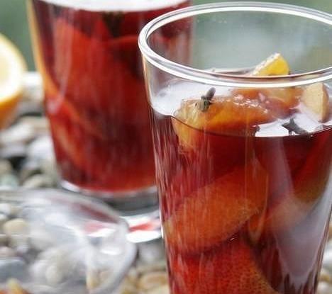 Винный коктейль с фруктами