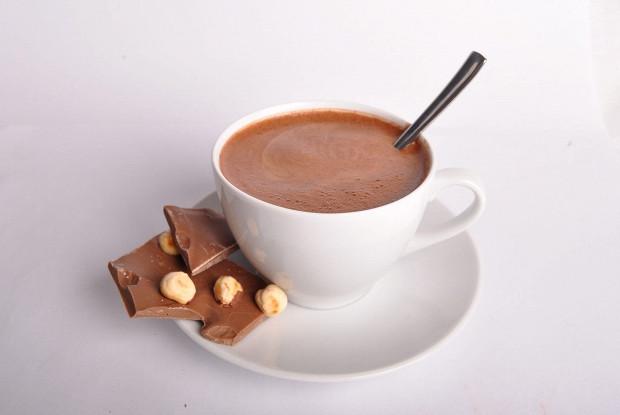 Горячий шоколад из молока, шоколада и какао