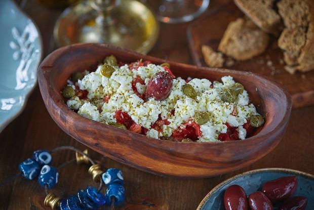 Критский салат с томатами «Дакос»