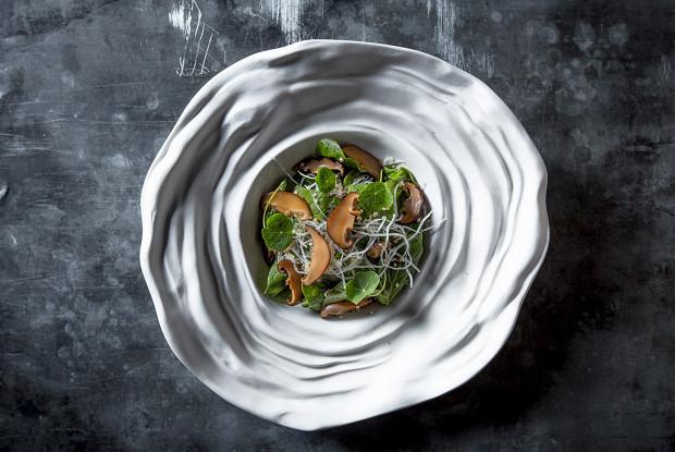 Салат с маринованными грибами шиитаке