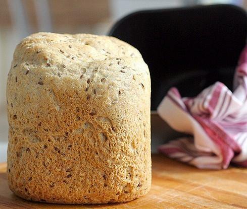 Цельнозерновой хлеб с семенами в хлебопечке