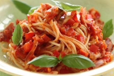 Спагетти с соусом из болгарского перца