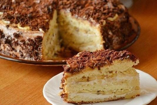Бисквитный торт с творогом и бананами