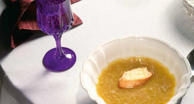 Как приготовить классический луковый суп